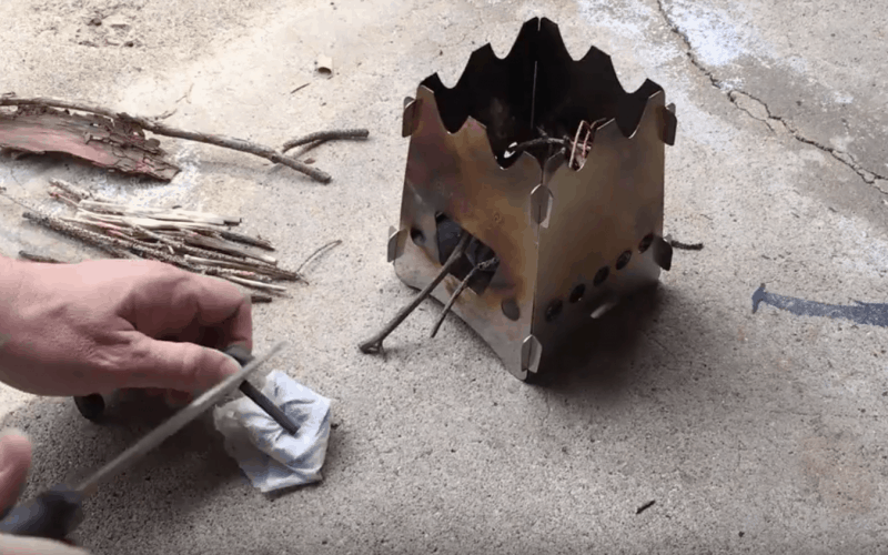 DIY Start a fire with swedish steel