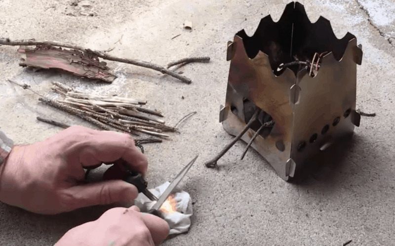 Knife with built in firestarter